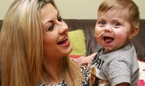 Il coraggio di una mamma: dona il fegato al figlio