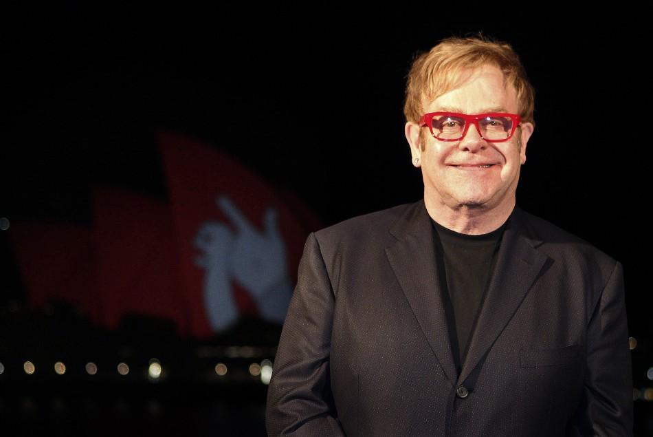 Il M5S chiede pretende scuse da Elton John
