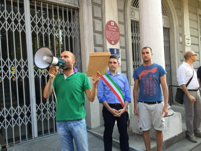 Parma: sindaco scende in piazza contro inceneritore