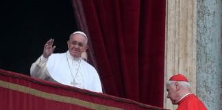 """Papa Francesco: """"basta orrori, politica si adoperi per i senza lavoro"""""""