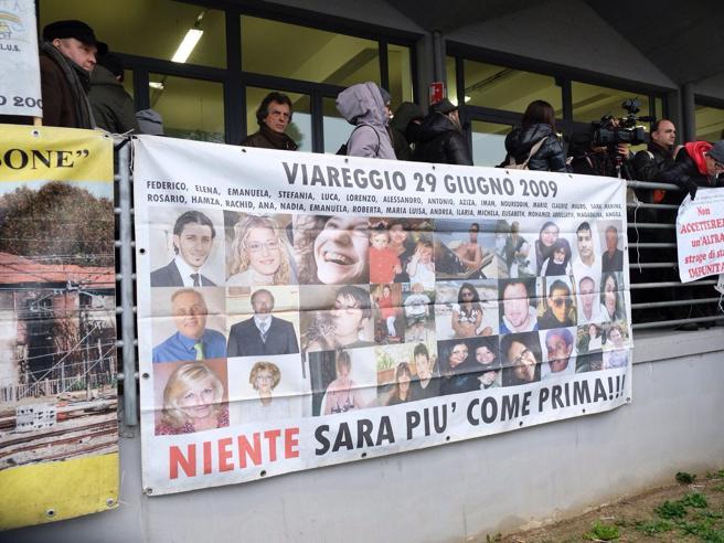 Strage di Viareggio, Moretti si dimetta da Finmeccanica